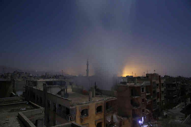 """Premier prix, catégorie """"Actualités"""". Après un bombardement attribué à l'armée syrienne, à Douma, dans la banlieue de Damas, le 30 octobre 2015."""