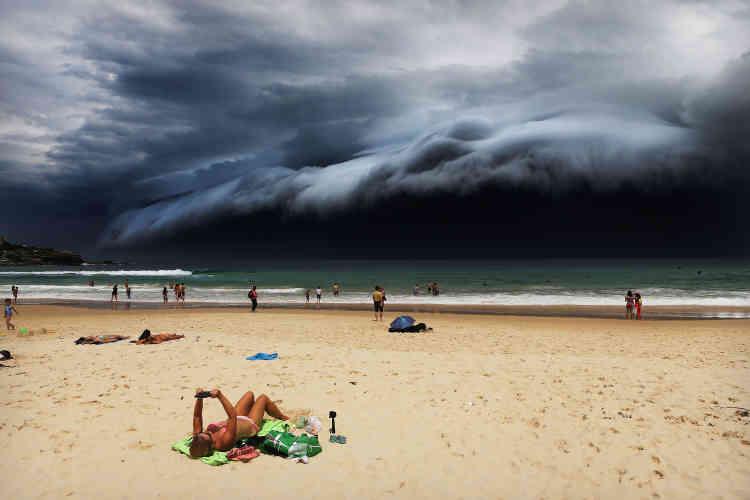 """Premier prix, catégorie """"Nature"""". Un """"tsunami de nuages"""" s'approche de Bondi Beach, à Sydney, le 20 novembre 2015."""