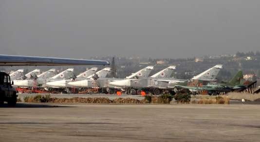 Des avions de l'armée Russe, sur la base militaire de la province de Lattaquié, au nord de la Syrie, le 16 février 2016.