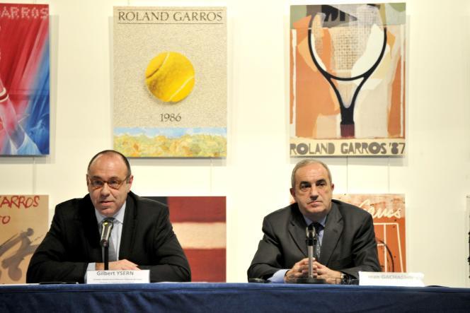 Gilbert Ysern, ex-directeur de Roland-Garros, et Jean Gachassin, le président de la Fédération française de tennis, en 2011 à Paris.