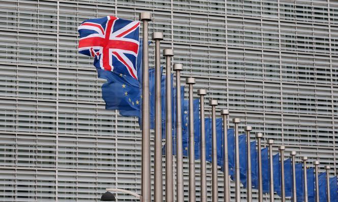 Un drapeau britannique devant le siège de la Commission européenne à Bruxelles, le 29 janvier.