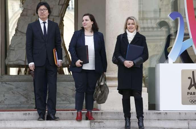 Jean-Vincent Placé, Emmanuelle Cosse et Barbara Pompili quittent le conseil des ministres, à l'Elysée, le 17 février.