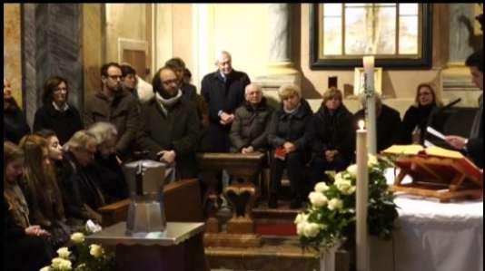 """Les obsèques de """"l'homme à la moustache"""" se sont déroulées à Casale Corte Cerro (Piémont)."""