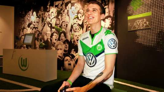 David Bytheway, vice-champion du monde du jeu FIFA 16, a rejoint le club professionnel de Wolfsburg début 2016.