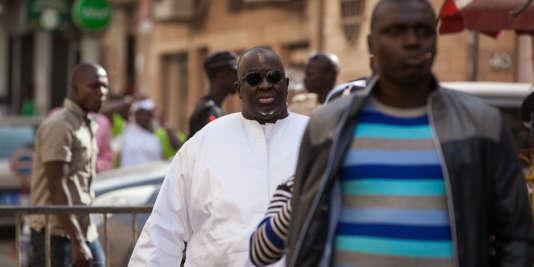 Papa Massata Diack (en blanc), mercredi 17 février, à Dakar.