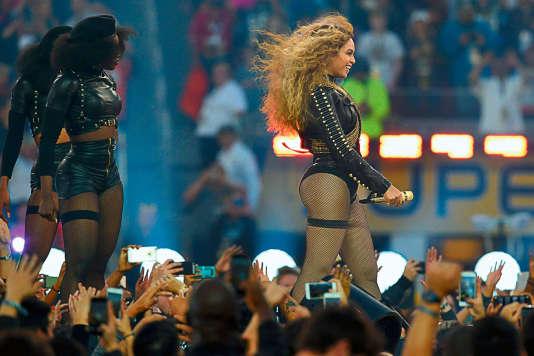 Le 7 février, lors de la mi-temps du Super Bowl, l'Amérique découvrait une Beyoncé revendiquant haut et fort sa fierté d'être noire.