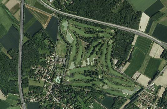 Vue aérienne du golf de Cély, en Seine-et-Marne, où s'est déroulé l'UBS Golf Trophy en juin 2007.