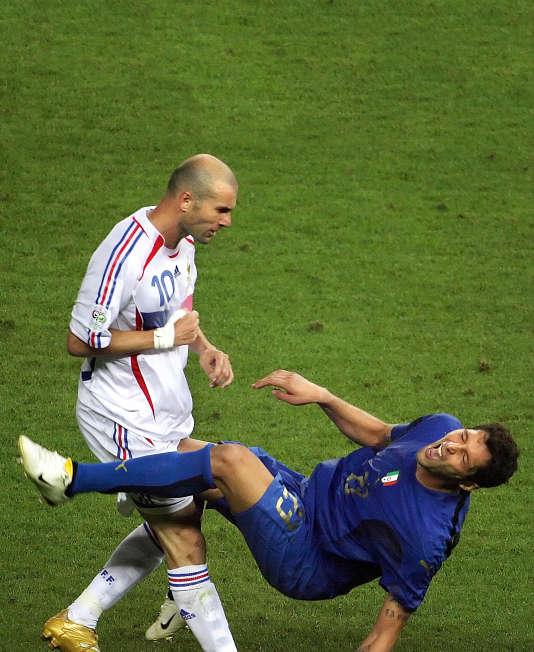 Le 9 juillet 2007, Zinedine Zidane, donne un coup de tête à Marco Materazzi.