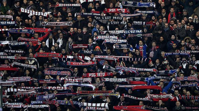 Des supporteurs du Paris Saint-Germain lors du match PSG-Chelsea le 16 février.