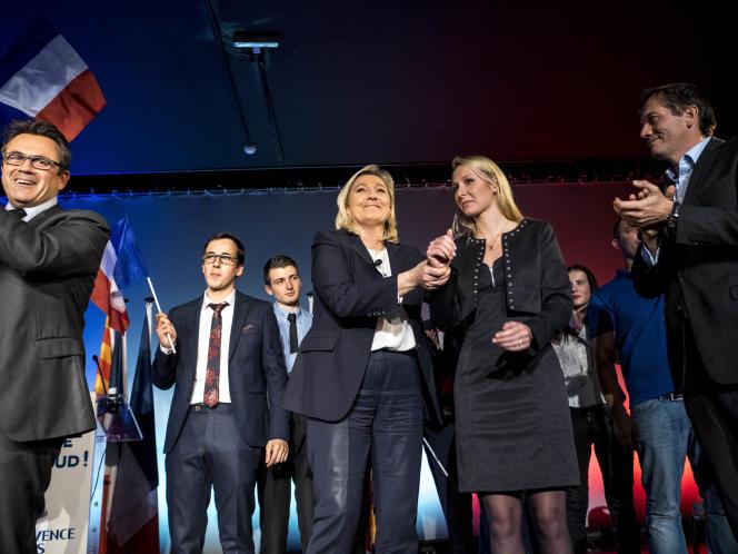 Marine Le Pen et Marion Maréchal-Le Pen lors d'un meeting du FN à Nice en novembre 2015.