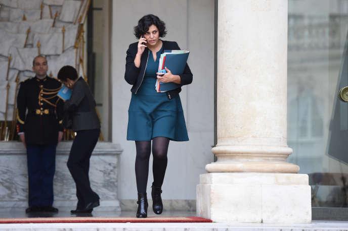 La ministre du travail, Myriam El Khomri, quitte l'Elysée le 16 décembre 2015. Les experts de la Commission européenne appuyent l'actuel projet de réforme du code du travail, «dont l'adoption et la mise en œuvre restent déterminantes»