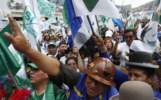 Partisans du président bolivien, Evo Morales, lors d'un meeting à El Alto, le 17 février.