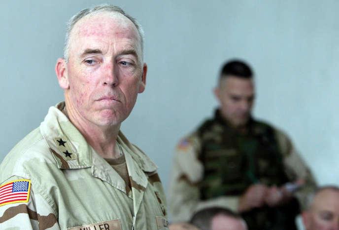 Le général Geoffrey Miller (ici en 2004), a été commandant de la base de Guantánamo de novembre 2002 à avril 2004.