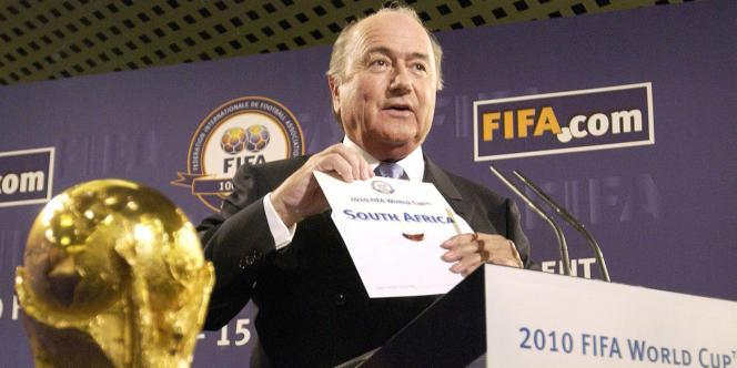 Sepp Blatter, lors de l'annonce du choix du pays hôte de la Coupe du monde de2010.