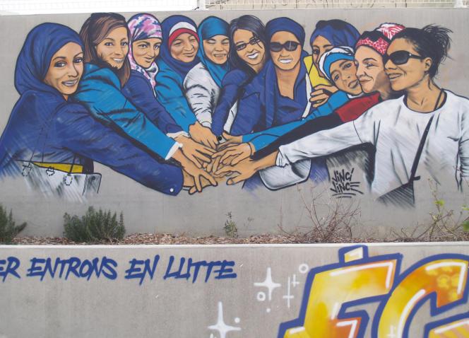 Sur un mur du quartier du Petit Bard, le portrait de ces mères qui se battent pour davantage de mixité dans les écoles. Si les femmes disent s'être