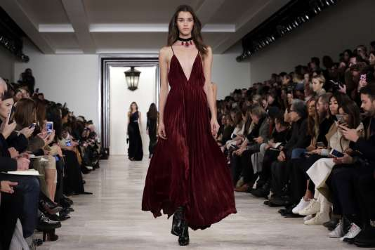 """Entre luxe classique de bon goût et tendance """"glam rock"""", la collection  automne hiver de Ralph Lauren 2016."""