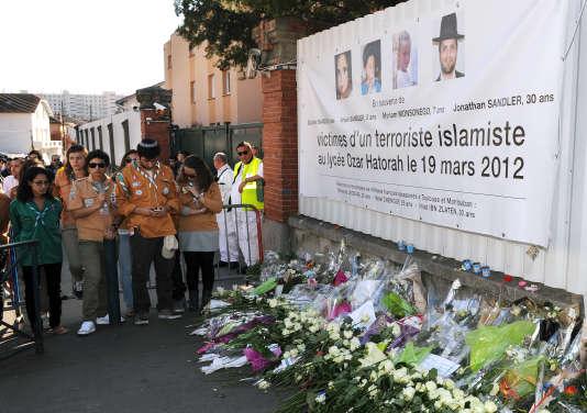 Hommage aux victimes que Mohamed Merah a assassinées dans l'école juive Ozar Hatorah, le 19 mars 2012, à Toulouse.