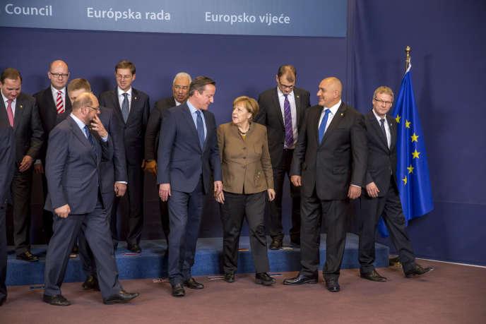 David Cameron, Premier ministre britannique, et Angela Merkel, chancelière allemande, posent pour la photo de famille avant le Sommet des Chefs d'Etat et de gouvernement au Conseil européen à Bruxelles, Belgique, jeudi 18 février 2016.