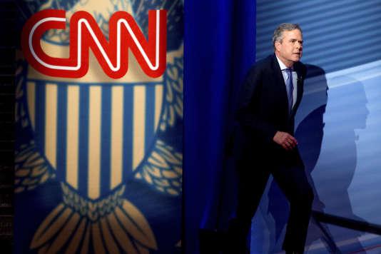 Dans un communiqué, Jeb Bush –ici, le 18 février– décrit Ted Cruz comme un « conservateur cohérent, de principe, qui a démontré sa capacité à séduire les électeurs et à remporter des primaires ».