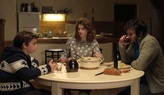 Émilien Mathey (Eric, le fils d'Annette), Alice Taglioni (Annette) et Eric Caravaca (Paul) dans «L'annonce».