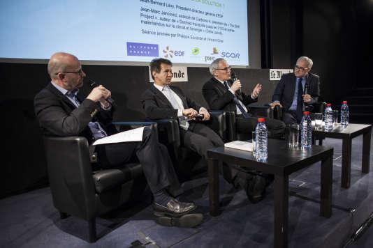 De gauche à droite: Philippe Escande, Jean-Marc Jancovici (essayiste, spécialiste de l'énergie et du climat), Jean-Bernard Lévy (PDG d'EDF) et Vincent Giret.