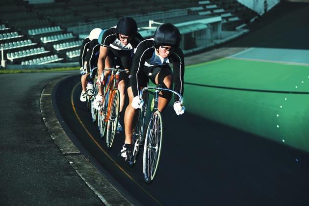 Les coureurs pédalent parfois à près de 80 km/h pour un sprint de 2 km.