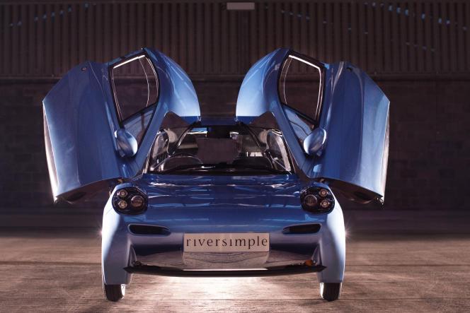 Réservée aux petits trajets, la Rasa, qui peut atteindre les 100 km/h, offre une autonomie maximale de 480km avec un plein de 1,5kg d'hydrogène sous pression.