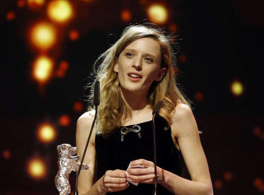 """La Française Mia Hansen-Love a obtenu l'Ours d'argent du meilleur réalisateur pour """"L'Avenir"""" lors de la 66e Berlinale, le 20 février 2016."""