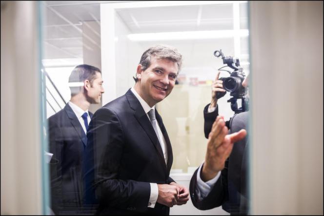Arnaud Montebourg, lors d'une visite à l'usine Krys,, à Bazainville (Yvelines), le 13 octobre 2015