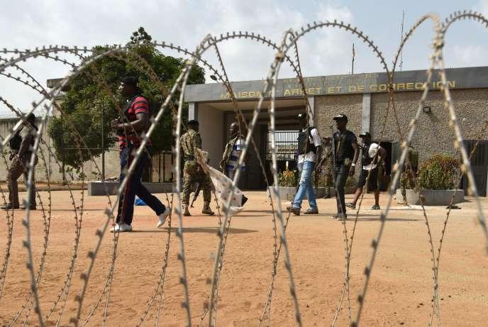 Le plus puissant prisonnier de la MACA, la Maison d'arrêt et de correction d'Abidjan, a été tué le 20février après une heure d'affrontements entre ses hommes et les forces de l'ordre.