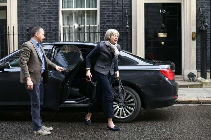 Theresa May, la ministre de l'intérieur du Royaume-Uni, arrive au 10Downing Street, le20février.
