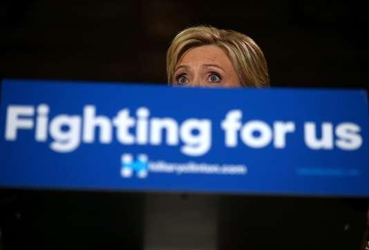 """Le """"New York Times"""" souligne aussi que la victoire d'Hillary Clinton enraye la dynamique de Bernie Sanders et rassure le Parti démocrate sur la capacité de l'ancienne secrétaire d'Etat à rassembler derrière sa candidature."""