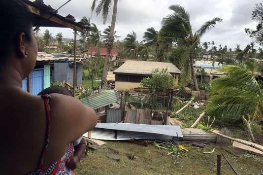 """Les dégâts du cyclone """"Winston"""" dans la ville de Ba aux Fidji."""