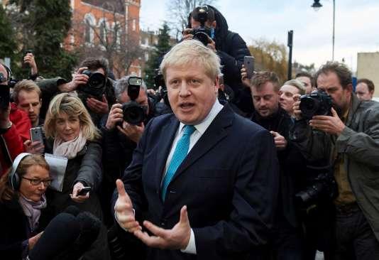 """Le maire de Londres s'est déclaré pour un """"Brexit"""", dimanche soir 21 février, lors d'une déclaration devant son domicile pour laquelle il avait, une fois n'est pas coutume, discipliné ses cheveux."""