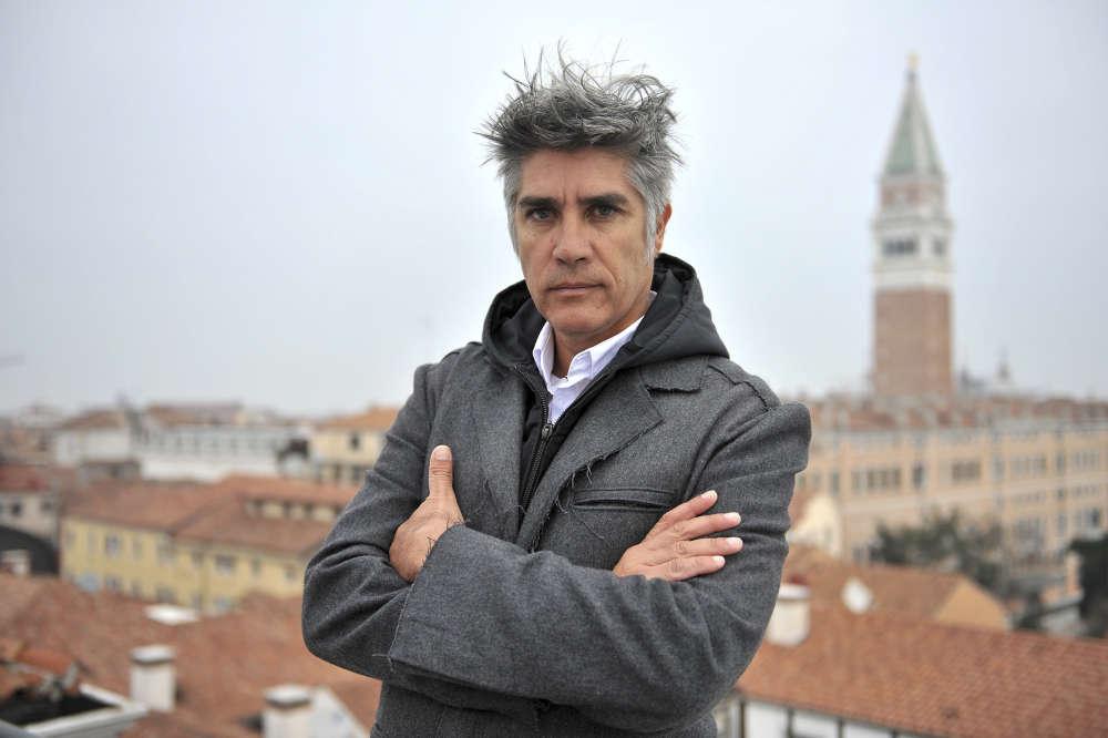 Intitulée «En direct du front», cette quinzième édition de la Biennale d'architecture de Venise est dirigée par le Chilien Alejandro Aravena, 48 ans, lauréat cette année du prestigieux prix Pritzker.