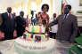 Le président Robert Mugabe et son épouse Grace coupent son gâteau d'anniversaire, le 21 février à Harare.