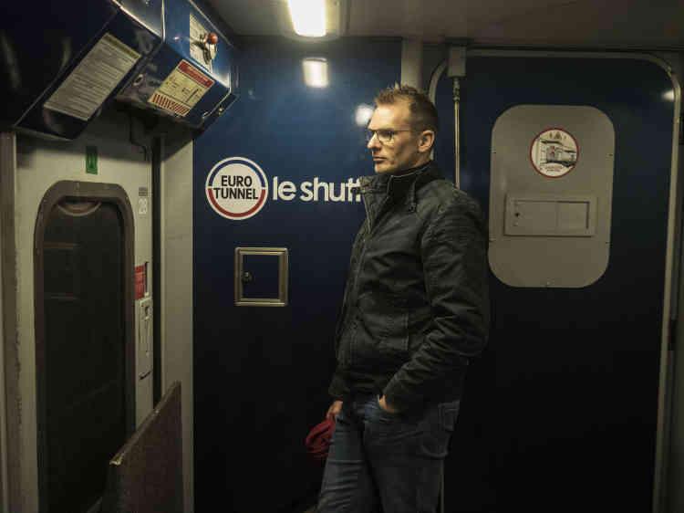 Au terminal de Calais, le camion a été chargé sur le train, tandis qu'Olivier a embarqué dans l'un des wagons.