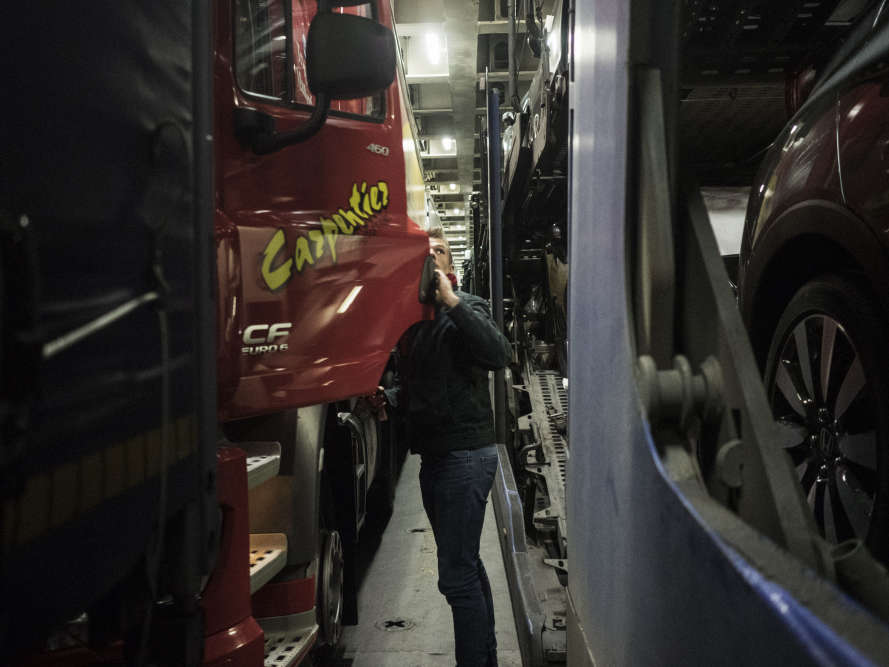 «Mission accomplie.» Lorsque Olivier Crépin coupe son moteur, ce 3février, la tension retombe. Son Calais-Londres du jour peut rejoindre la longue liste de ses parcours sans encombre.