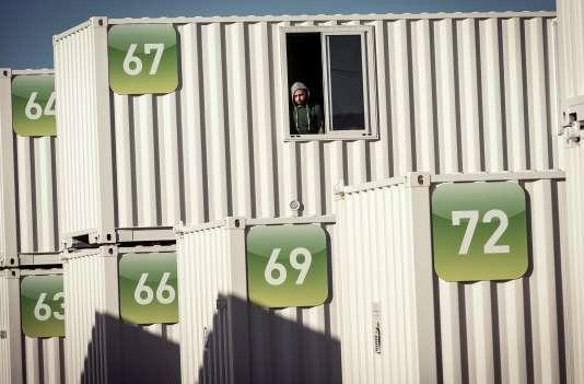Une centaine de conteneurs ont été installés à Calais pour servir de centre d'accueil provisoire. Ici, le 16 février.