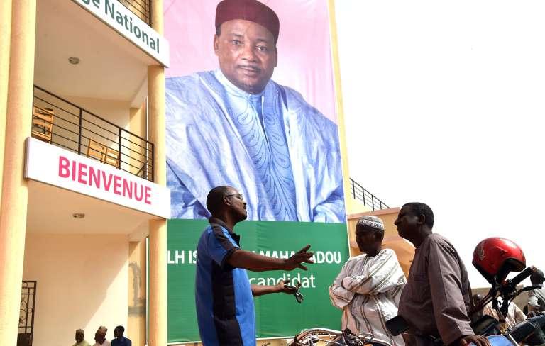 Une affiche du président Mahamadou Issoufou, en février.