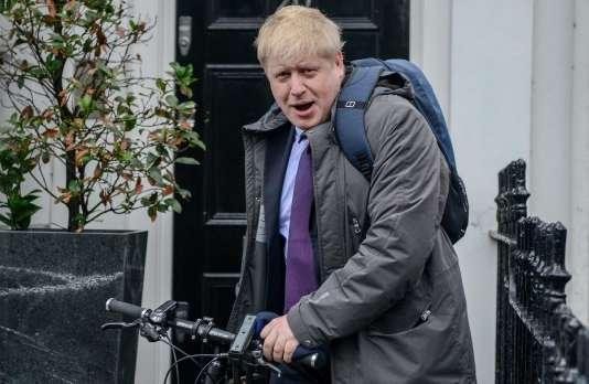 Le maire de Londres, Boris Johnson, au sortir de son domicile, le 22 février 2016.