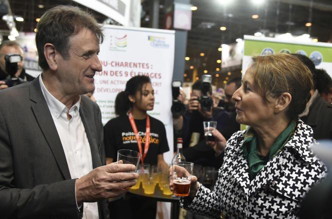 Jean-François Macaire et Ségolène Royal , tous deux ex-présidents de la région, au Salon de l'agriculture en 2015.