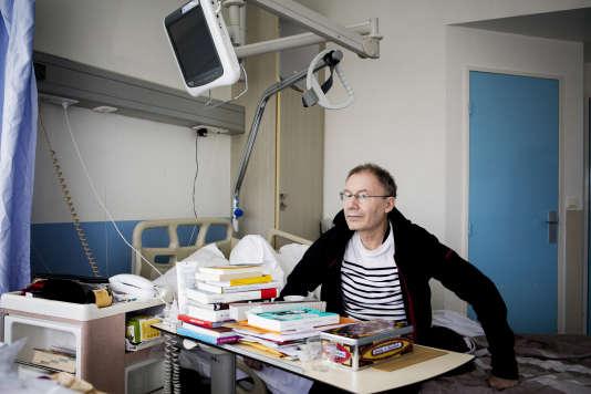 Claude-Emmanuel dans sa chambre à l'hôpital