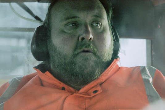 """Gunnar Jonsson dans le film islandais de Dagur Kari, """"L'Histoire du géant timide"""" (""""Fusi"""")."""