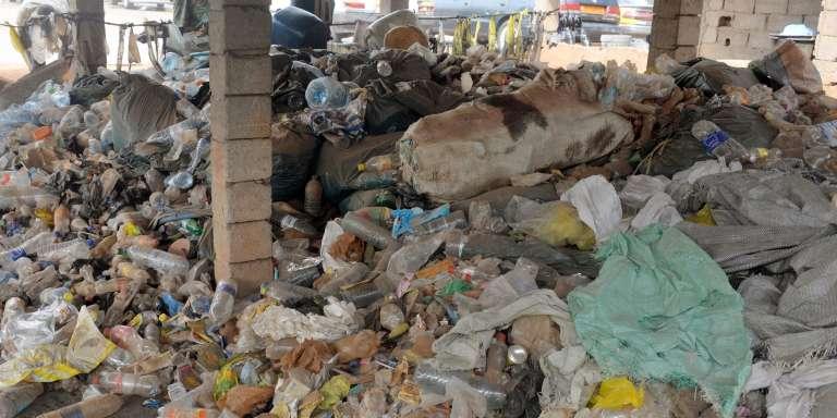 Cette photo, prise à Yaoundé le 1er février, montre un tas de de déchets plastique.