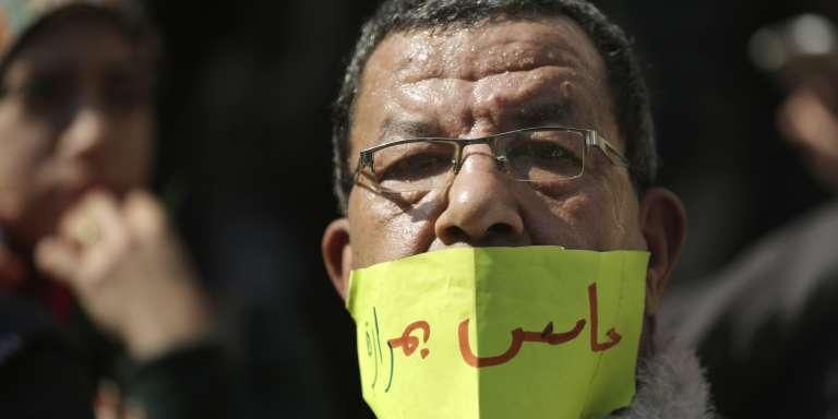 «J'ai mal», exprime  un médecin égyptien lors d'une manifestation auCaire, le 12février, après la détention abusive de deux docteurs d'un hôpital de la capitale.