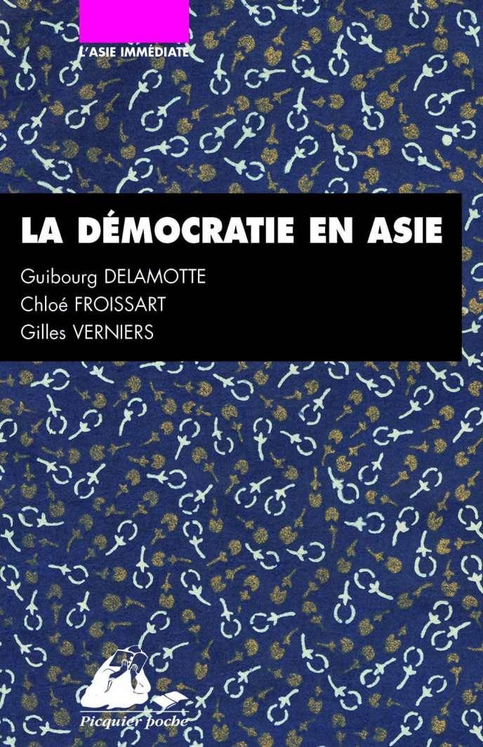 «La démocratie en Asie, Japon, Inde, Chine», de Jean-Marie Bouissou, Guibourg Delamotte, Chloé Froissart, Gilles Verniers (Editions Philippe Picquier, 160p., 8,50euros).