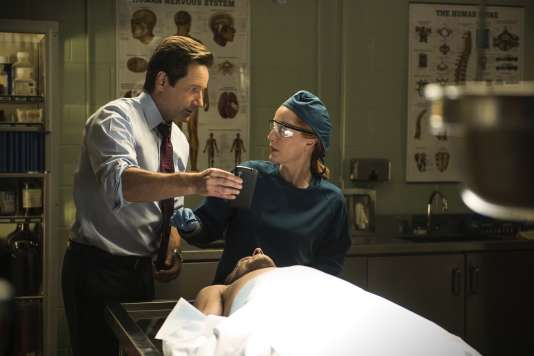David Duchovny (Fox Mulder) et Gillian Anderson (Dana Scully) dans un épisode de la saison 10 inédite.