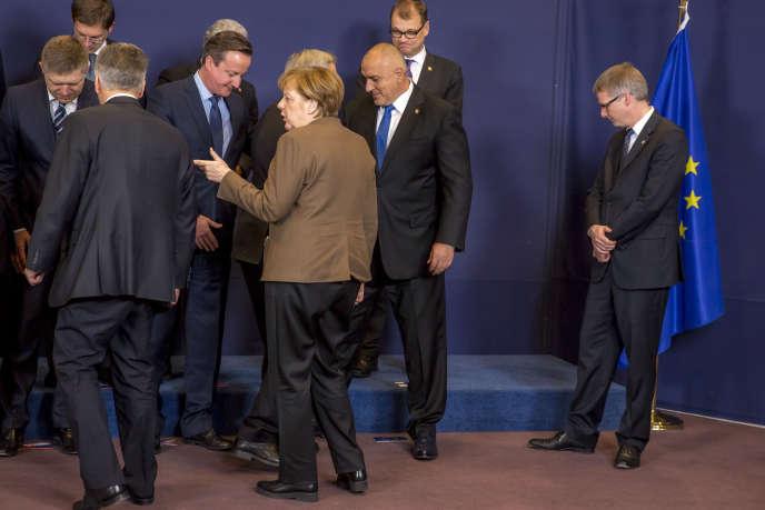 La chancelière allemande, Angela Merkel, et le premier ministre britannique, David Cameron, en marge du Conseil européen, à Bruxelles, jeudi 18 février.