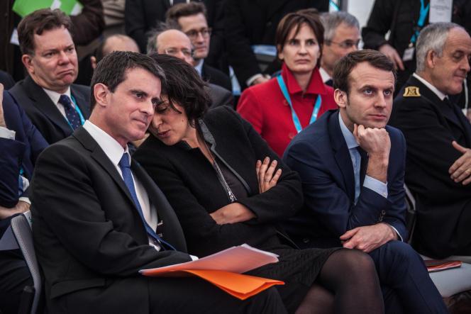 Manuel Valls,  Myriam El Khomri et Emmanuel Macron, lors de la visite de l'usine Solvay de Chalampé dans le Haut-Rhin, le 22 février 2016.